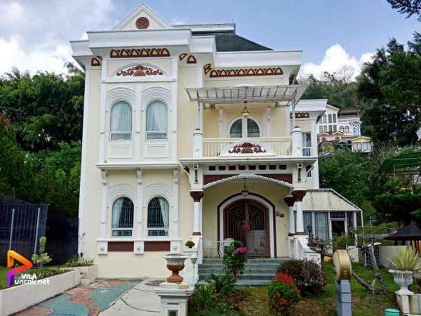 Villa Kota Bunga dengan Kolam Renang Pribadi