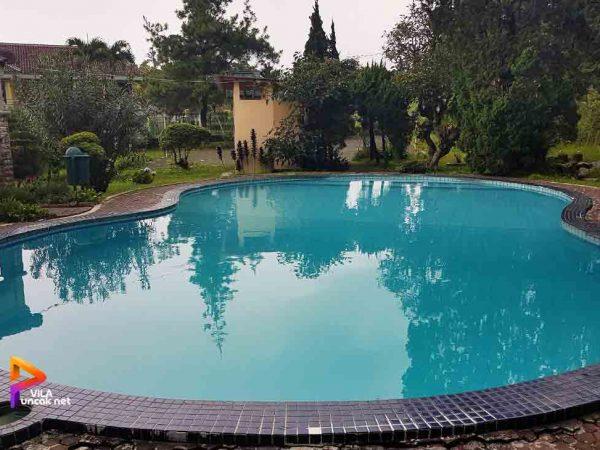 villa cipanas kolam renang