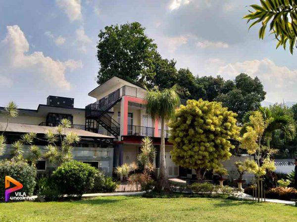 Villa Puncak 6 kamar Murah Kolam Renang Pribadi