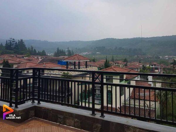 Villa Kota Bunga ada Kolam Renang