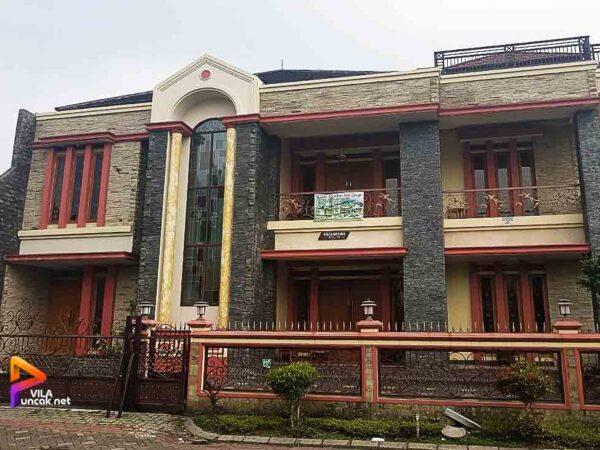Villa Kota Bunga ada Kolam Renang 9 Kamar Tidur