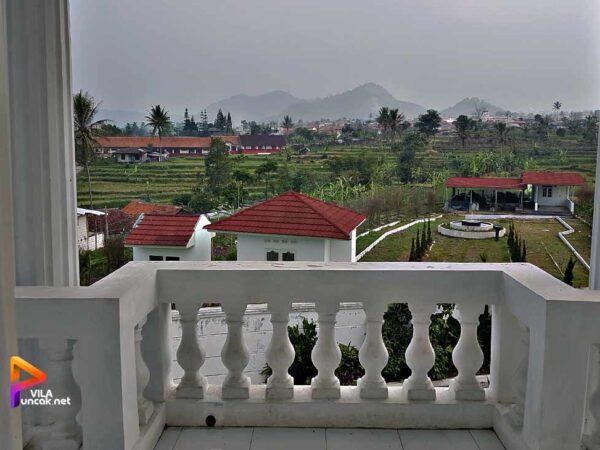 Villa di Cipanas ada Kolam Renang Pribadi