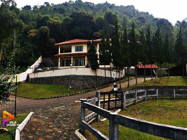 Villa Gunung Indah Faslitas Private Pool Billiard Tenis Meja